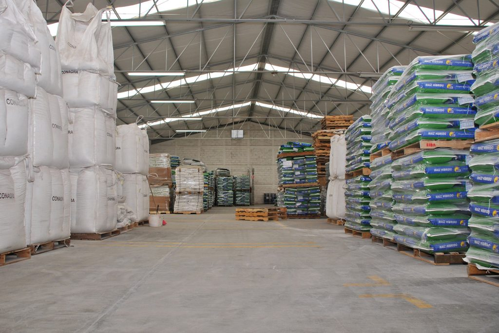 Seed storage warehouse at seed company Bidasem in Celaya, Guanajato state, México. (Photo: X. Fonseca/CIMMYT)