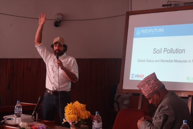 CIMMYT scientist David Guerena talks about the role of the new digital maps to combat soil fertility problems in Nepal.