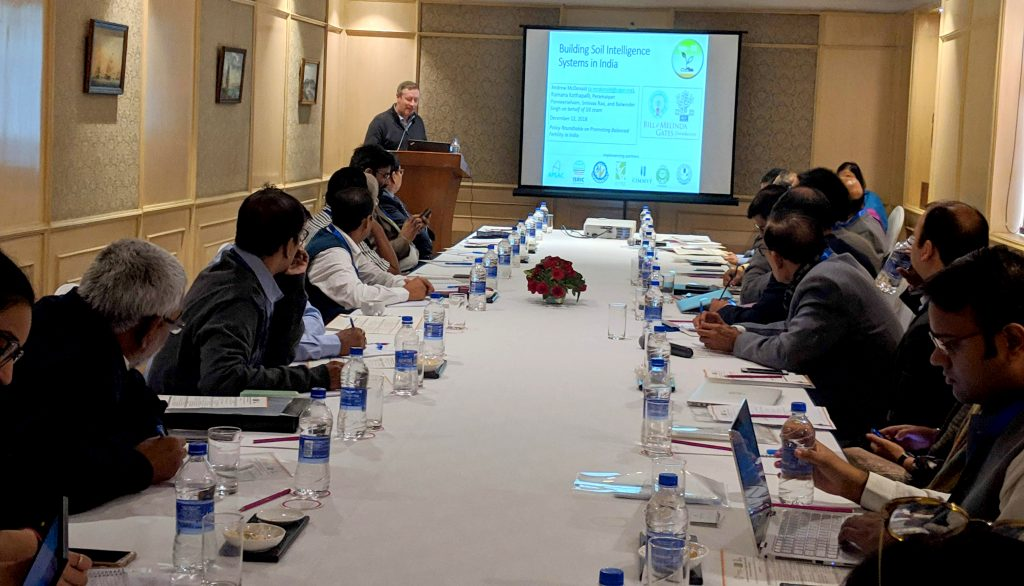 CIMMYT scientist and CSISA project leader Andrew McDonald presents the new Soil Intelligence System for India, which employs innovative and rapid approaches to soil health assessments.