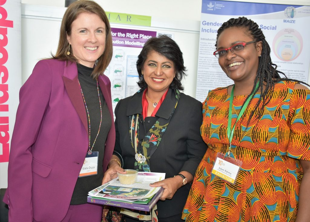 Kristie Drucza (left) and Rahma Adam (right) had a chance to share CIMMYT's gender work with the former president of Mauritius, Ameenah Gurib-Fakim, at AWARD's tenth anniversary event in Nairobi. (Photo: Joshua Masinde/CIMMYT)