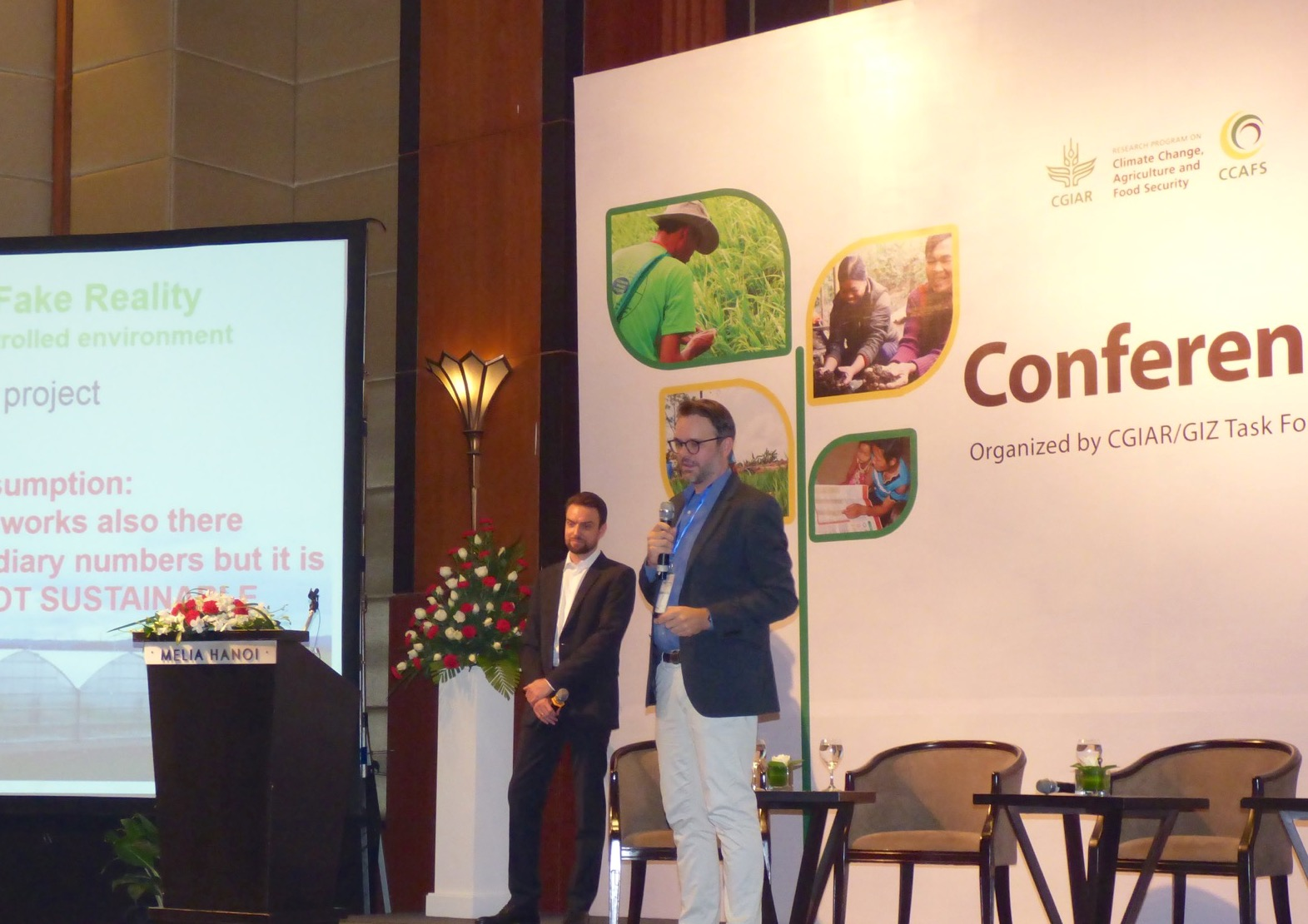 Lennart Woltering presents at the CCAFS SEA Conference in Vietnam.
