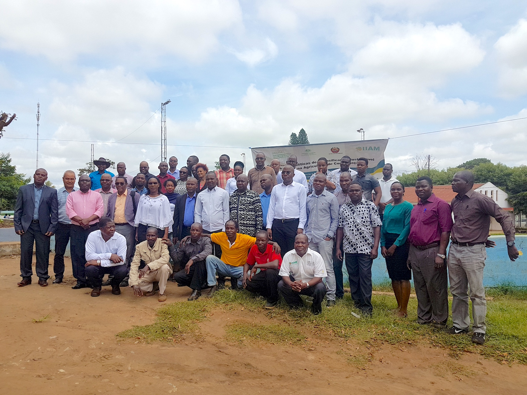 Participants of the SIMLESA policy forum in Chimoio, Manica province, Mozambique, pose for a group photo.
