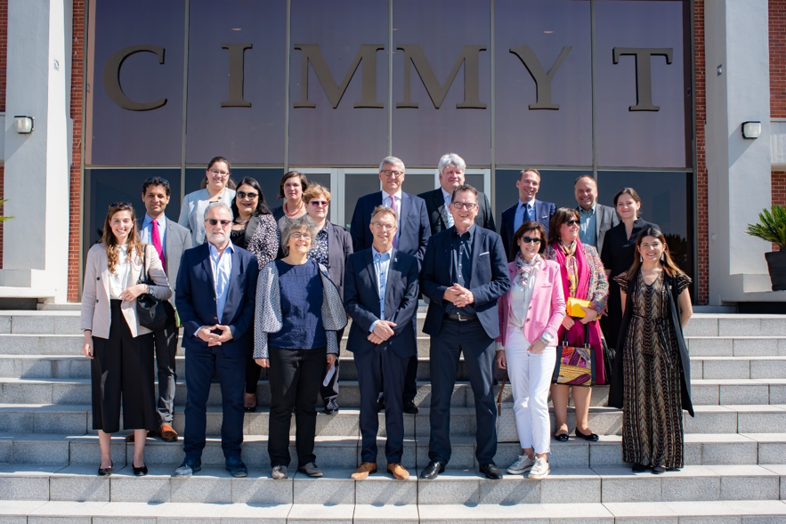 CIMMYT staff welcome Minister Müller and his team at the entrance of CIMMYT's global headquarters in Mexico. (Photo: Alfonso Cortés/CIMMYT)