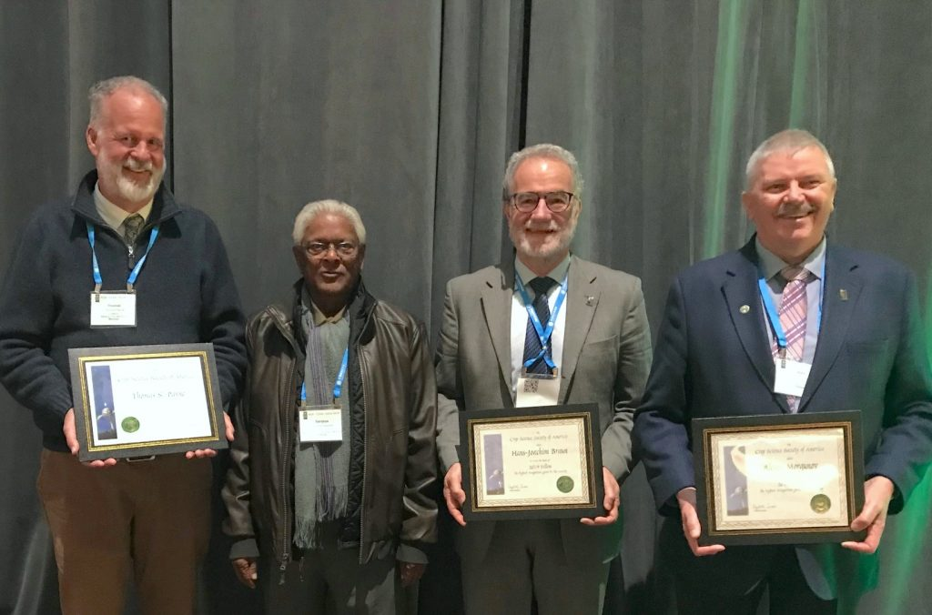 CIMMYT scientists Thomas Payne (left), Hans-Joachim Braun (third from left) and Alex Morgunov (right) celebrate their award with World Food Prize laureate and former CIMMYT wheat program director Sanjaya Rajaram. (Photo: Johanna Franziska Braun/CIMMYT)