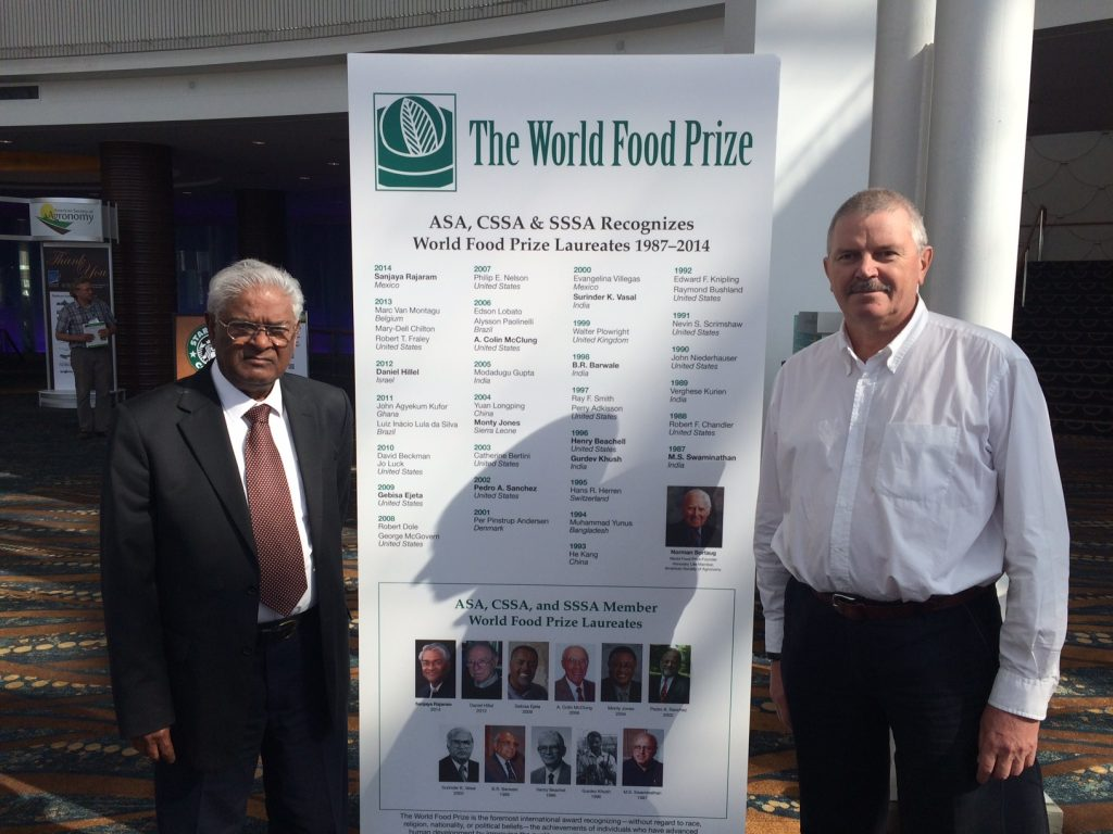 Alex Morgunov (right) with World Food Prize laureate and former CIMMYT wheat program director Sanjaya Rajaram. (Photo: Alex Morgunov/CIMMYT)