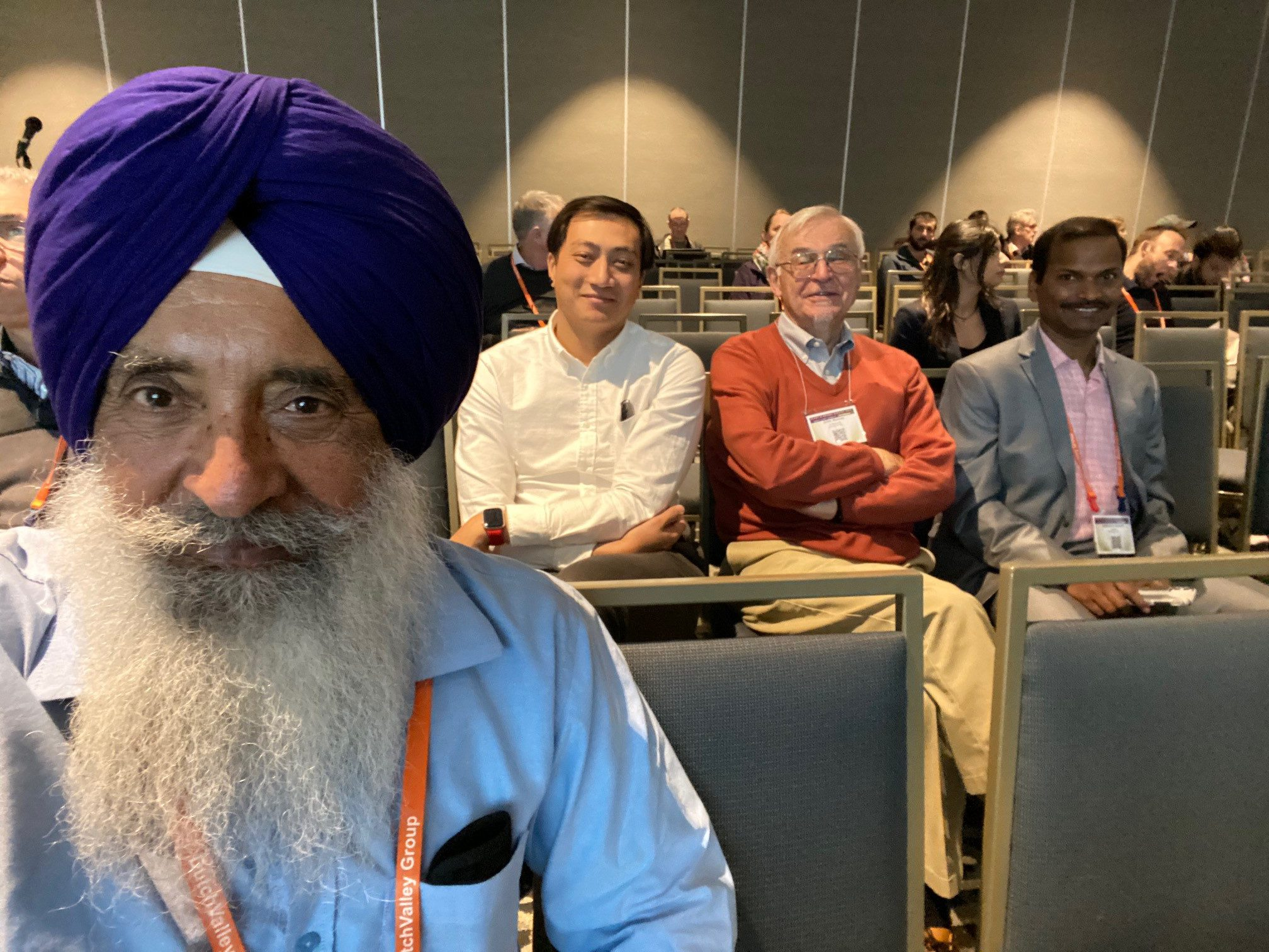 Kanwarpal Dhugga (left) takes a selfie with his colleagues in the background during the PAG conference. (Photo: Kanwarpal Dhugga/CIMMYT)