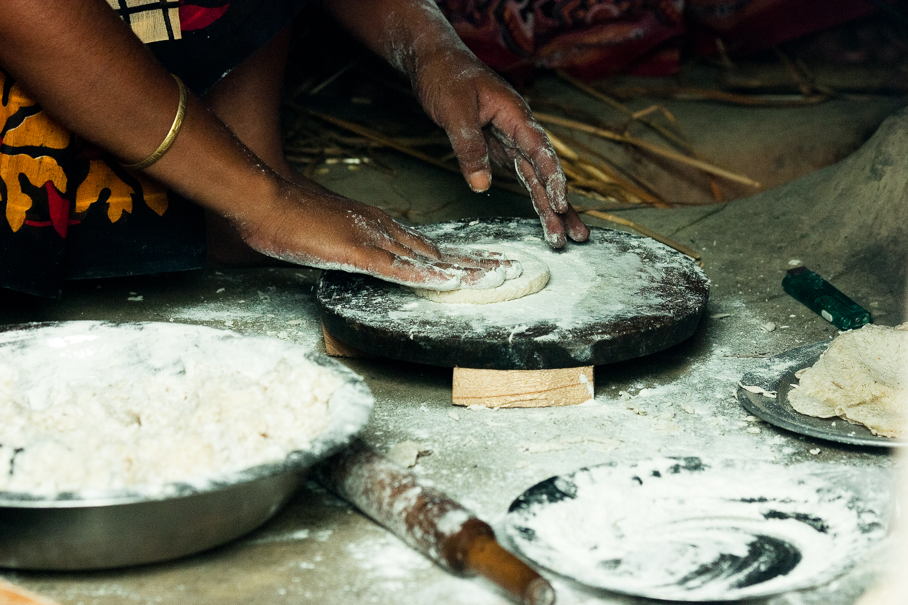 A woman in Bangladesh prepares roti, an unleavened whole wheat bread eaten across the Indian sub-continent. (Photo: S. Mojumder/Drik/CIMMYT)