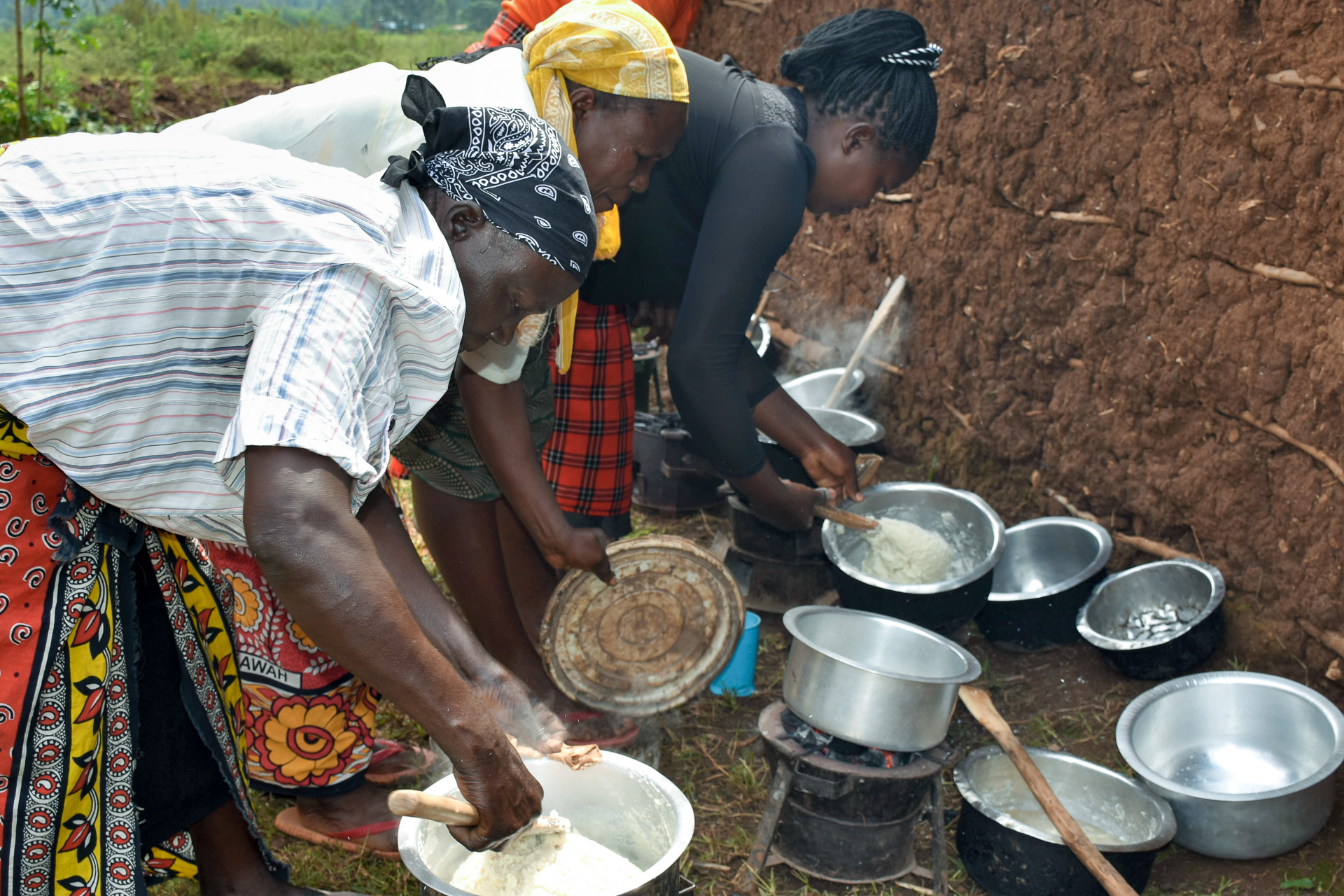 Cooks prepare ugali, or maize flour porridge, with different maize varieties at a sensory evaluation in Kakamega County, Kenya. (Photo: Joshua Masinde/CIMMYT)