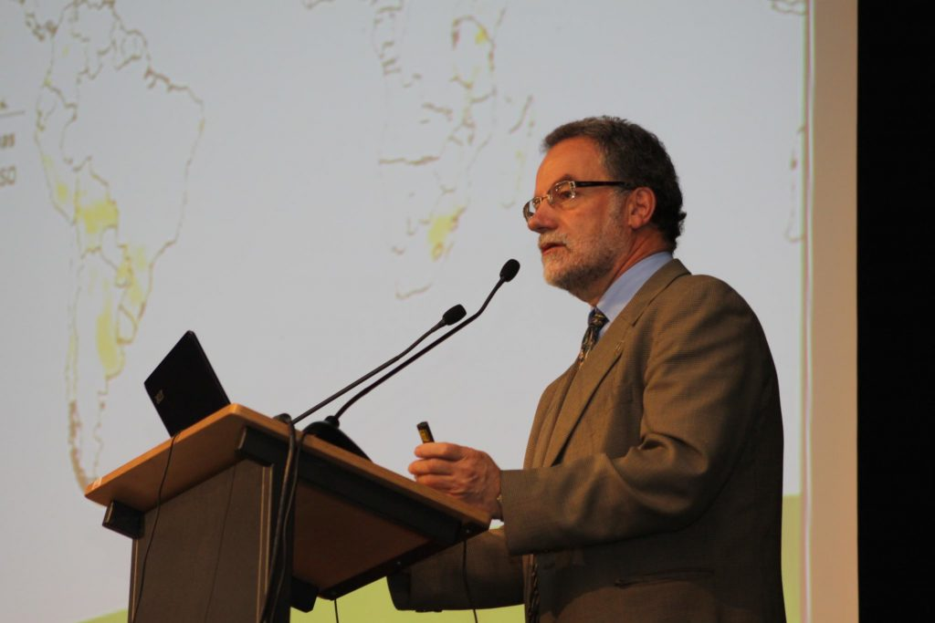 Hans-Joachim Braun, director of CIMMYT's Global Wheat Program, speaks at the 8th International Wheat Conference in 2010. Braun has dedicated nearly four decades to wheat research. (Photo: Petr Kosina/CIMMYT)