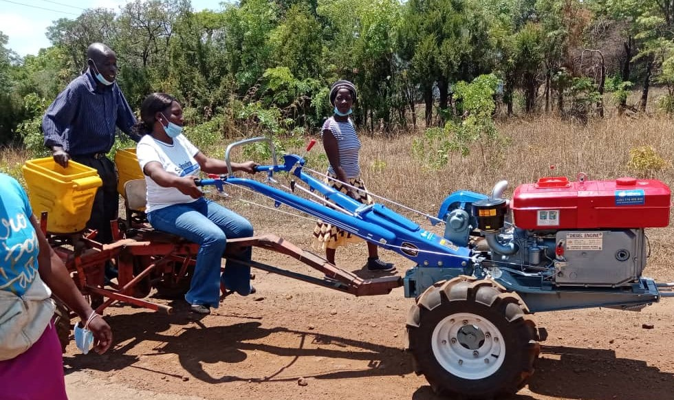An extension officer from Masvingo district drives a two-wheel tractor during a training for service providers and extension officers at Gwebi Agricultural College, Zimbabwe. (Photo: Shiela Chikulo/CIMMYT)