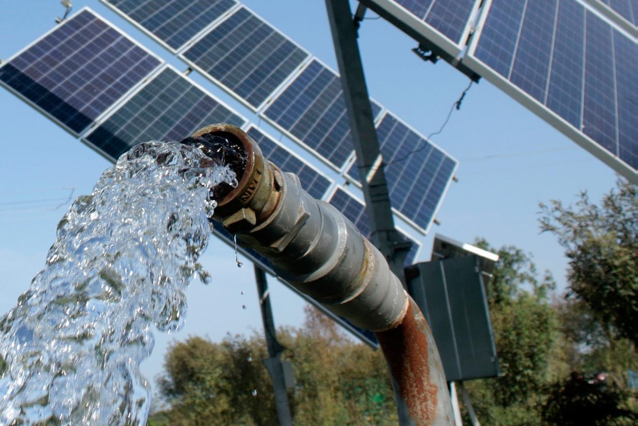 A solar powered irrigation pump in use, India. (Photo: Ayush Manik/CCAFS)