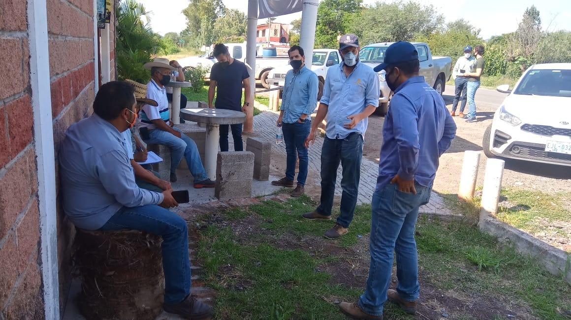 Representantes del CIMMYT y Verne Ventures entrevistan a productores con el objetivo de mejorar su acceso a servicios digitales el 22 de septiembre 2020 en Pénjamo, Guanajuato.