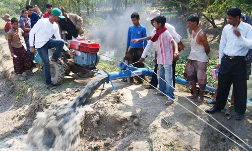 CIMMYT and International Development Enterprises (iDE) announced the initiation of the Cereal Systems Initiative for South Asia-Mechanization and Irrigation in Bangladesh