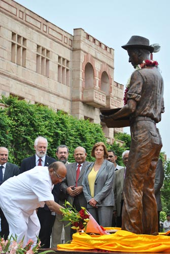 Flowers are placed at the statue of Dr. Norman Borlaug at the National Agricultural Science Complex in Delhi. Photo credit: M.Shindler/CIMMYT