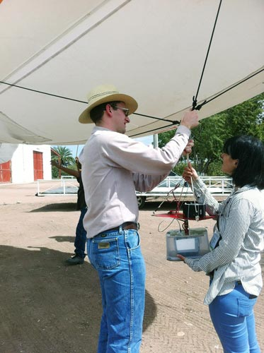 Maria Tattaris and Ph.D. student Jared Crain place a camera on the blimp in Ciudad Obregón, Mexico. Photos: Courtesy of the wheat physiology group.