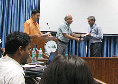 Presenting certificates of completion to the participants. Photo: Dzung Do Van