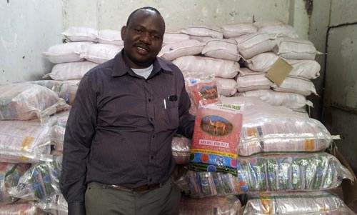 Watanga Chacha, CEO Meru Agro displays a bag of HB513, a fertilizer-friendly maize hybrid. Picture: Biswanath Das/CIMMYT