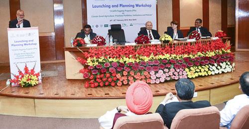 Dr. Ayyappan, Secy DARE & DG, ICAR, felicitating the launch. Photos: CIMMYT-India.