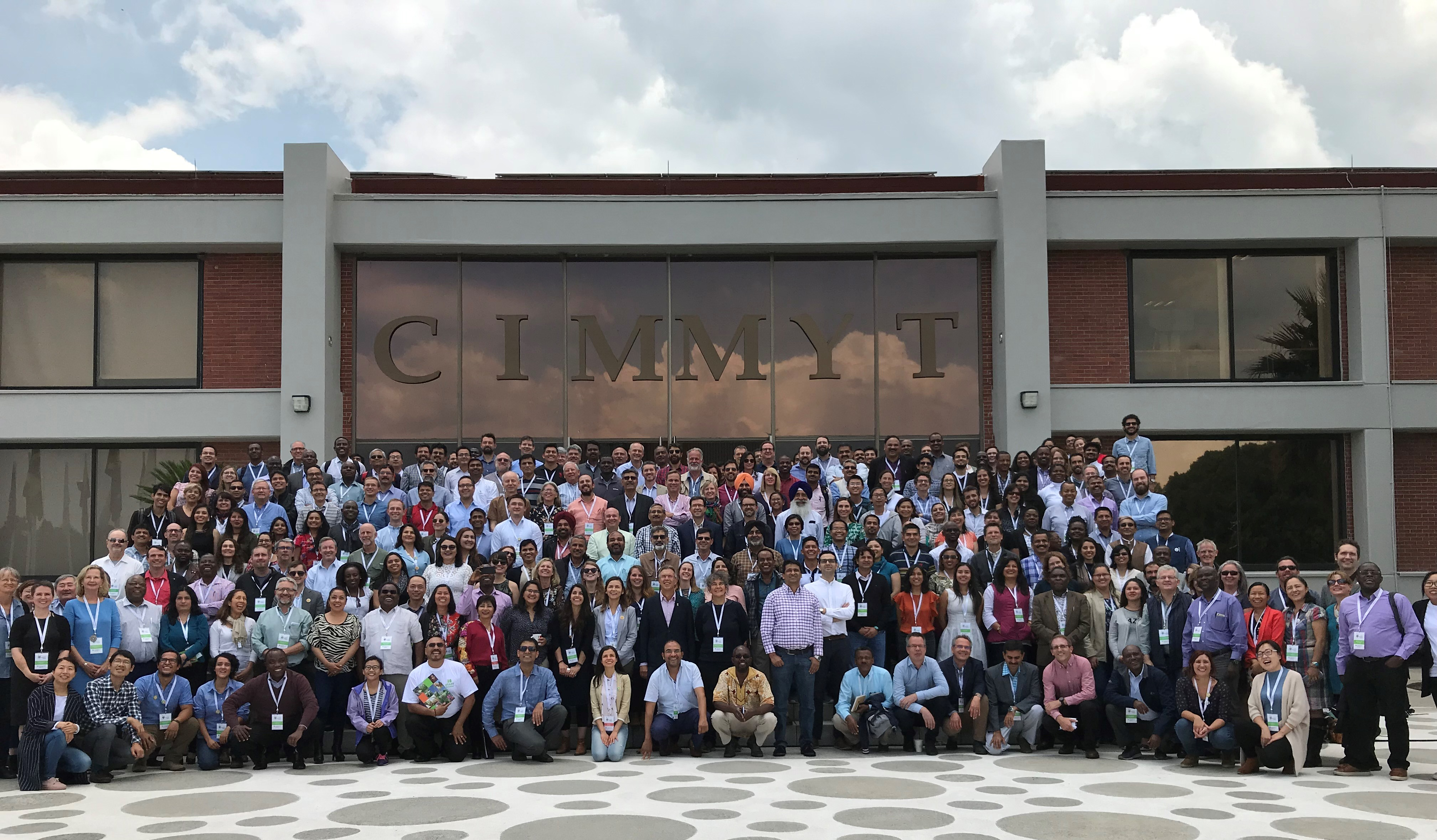 CIMMYT staff from offices worldwide pose for a group photo at Science Week 2018. (Photo: CIMMYT)