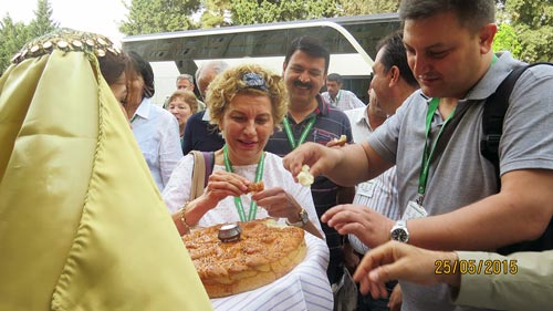 Beyhan Akin, CIMMYT Wheat Breeder, and Mustafa Kan, IWWIP Turkey Coordinator, taste bread baked from new varieties during the welcome ceremony.