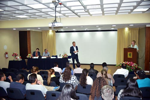 CIMMYT Director General Martin Kropff addresses course graduates during closing ceremony. Photo: CIMMYT