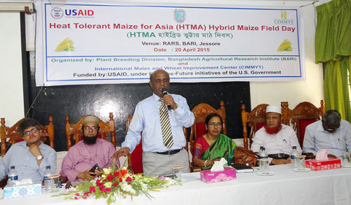 Rafiqul Islam Mondal, BARI Director General, addressing the participants in HTMA's hybrid field day held in Jessore, Bangladesh. Photo: BARI.
