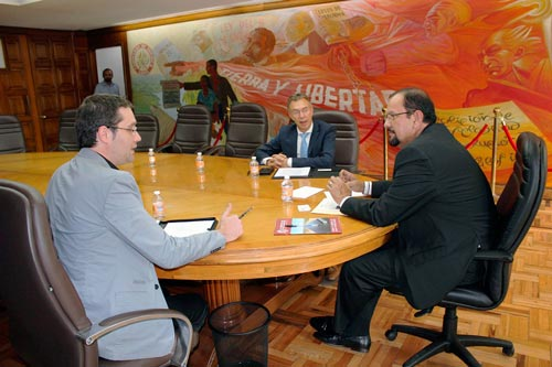 CIMMYT Director General Martin Kropff and Bram Govaerts, Associate Director of the Global Conservation Agriculture Program and Leader of MasAgro, meet with Senator Cota.