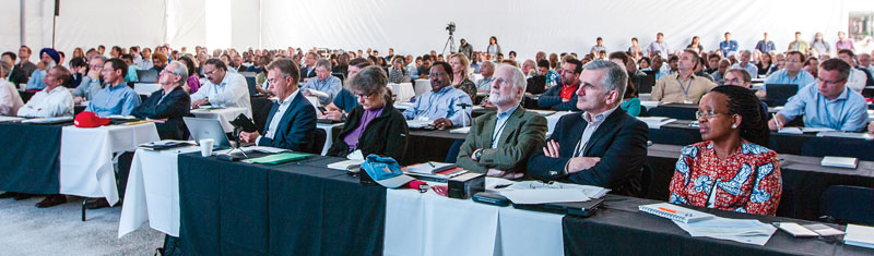 presentation on international agriculturalprospects. To left, Director General Kropff live tweets event. Photo: CIMMYT