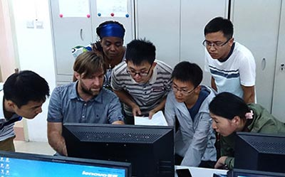 Carl Timler, Wageningen University, assists Gansu University postgraduate students during the Farm DESIGN training activity. Photo: Jack McHugh/CIMMYT