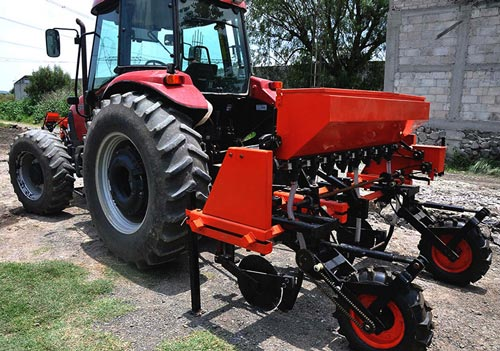 Multiuse-multicrop machine, the first model developed by Sembradoras TIMS. Photo: Luz Paola López Amezcua/CIMMYT