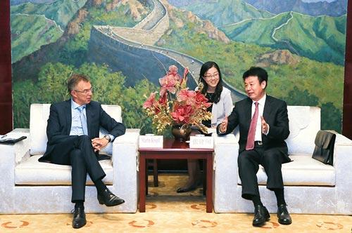 Kropff se reunió con Jiangguo Zhang, Viceministro y Administrador del Ministerio de Recursos Humanos y Seguridad Social de SAFEA. Foto: SAFEA