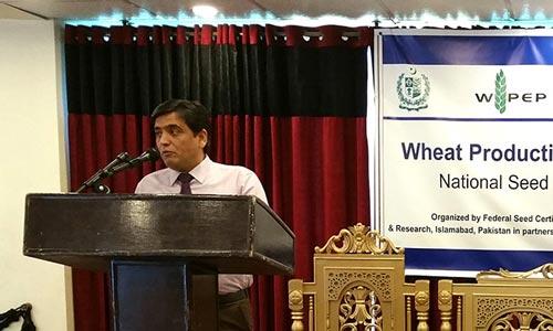 Imtiaz Muhammad addresses the opening session. Photo: CIMMYT-Pakistan.