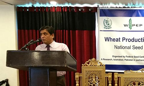 Imtiaz Muhammad addresses the opening session. Photo: CIMMYT-Pakistan.