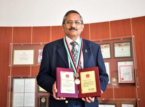 Ravi_Award1
