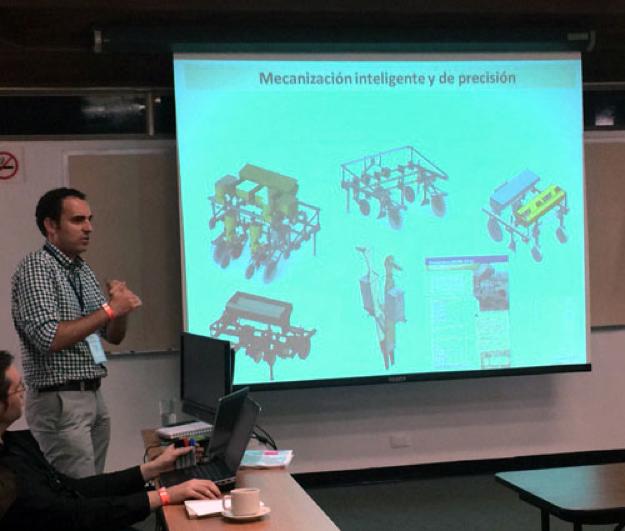 Intelligent and precise mechanization, presented by Víctor López. Photo: Margaret Zeigle/GHI