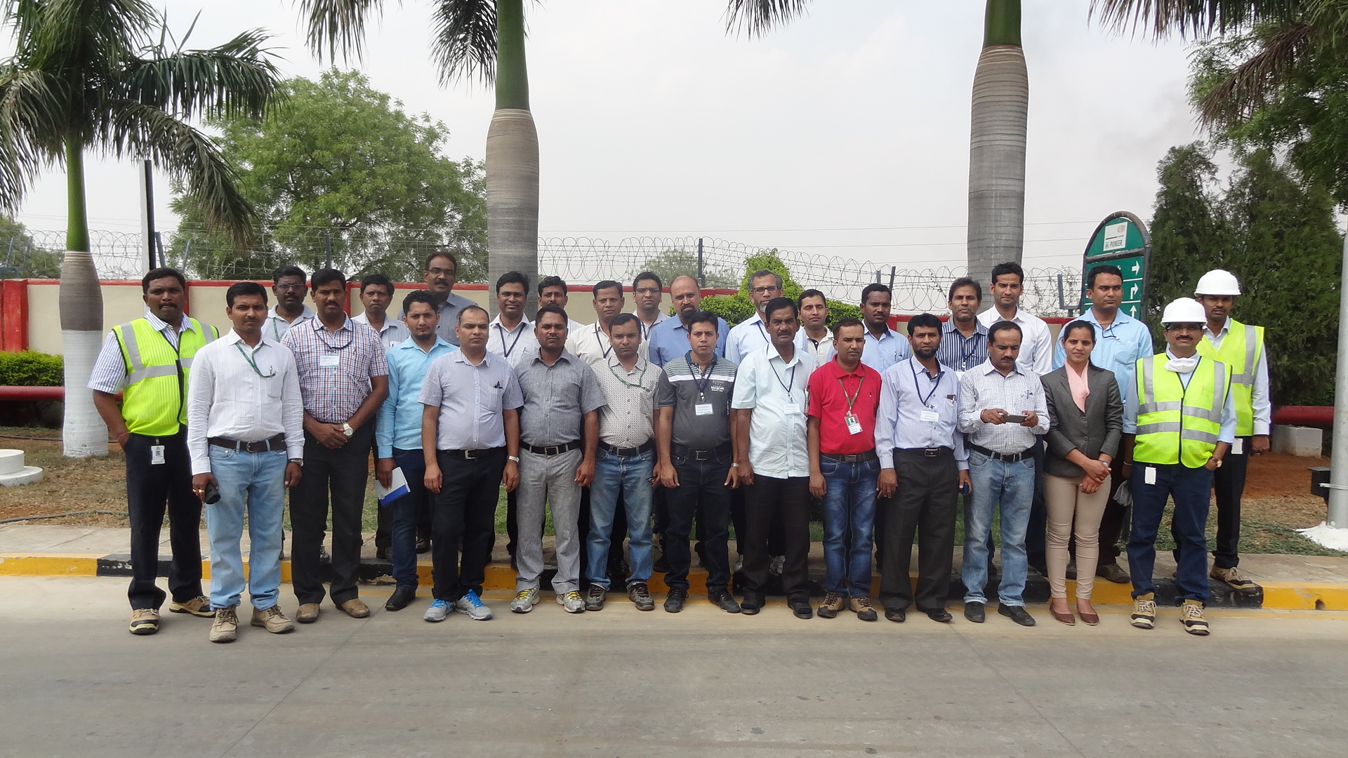 Participants at DuPont Pioneer seed processing plant Dundigal Hyderabad. Photo: CIMMYT