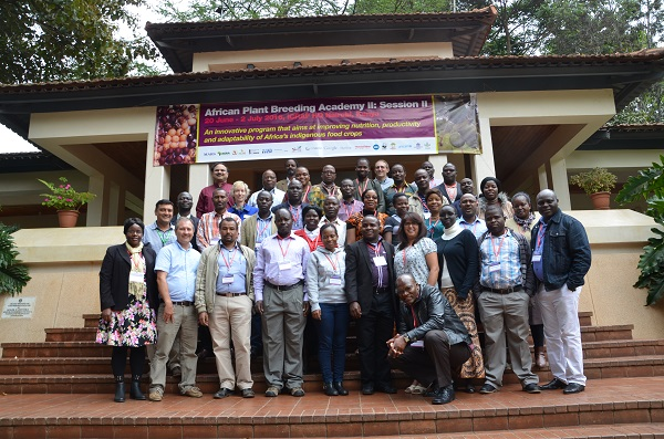 CIMMYT team and scientists from the Africa Plant Breeding Academy. Credit: CIMMYT