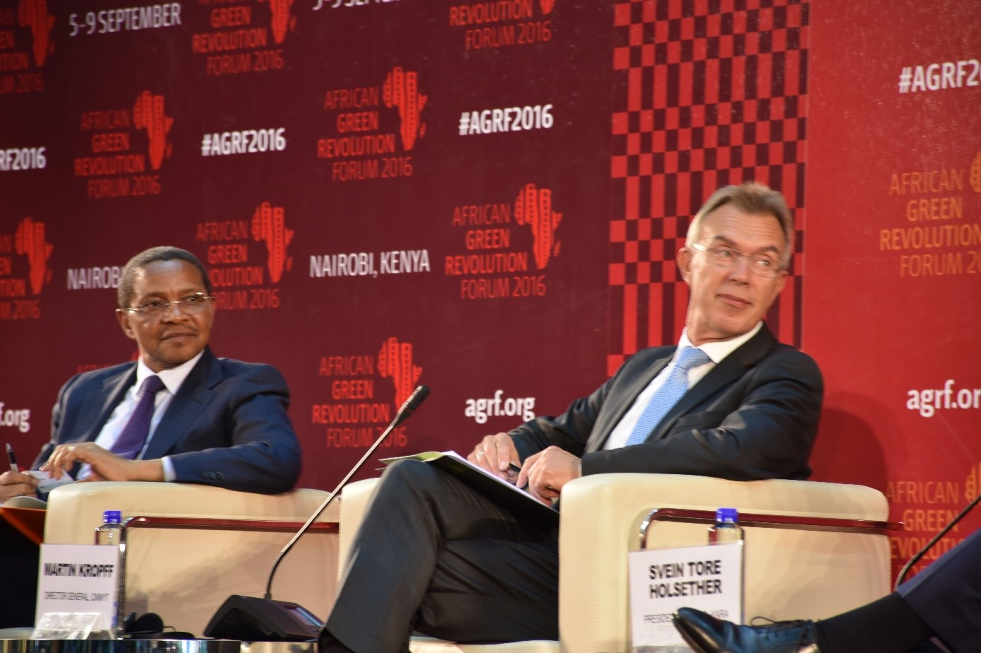 Martin Kropff taking part in the 'big debate' session at AGRF. Photo: B. Wawa/CIMMYT