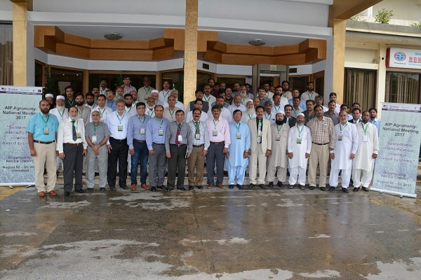 Participants of AIP's Agronomy National Meeting 2017 in Islamabad with Ghulam M. Ali, AIP Focal person. Photo: CIMMYT/K.Syed