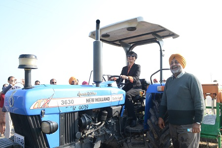 Happy Australian High Commissioner riding a tractor at BISA Ludhiana. Photo: CIMMYT/Hardeep