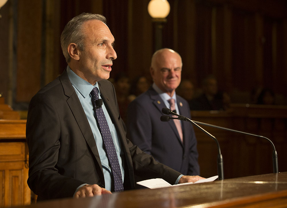 2018 World Food Prize winners Lawrence Haddad (left) and David Nabarro speak during the award ceremony. (Photo: World Food Prize)
